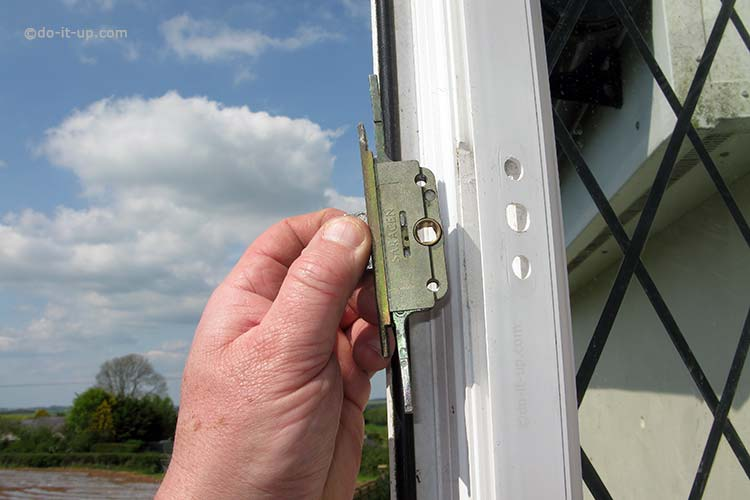 Jammed or Stuck uPVC Window - Removing the Gearbox Lock Mechanism