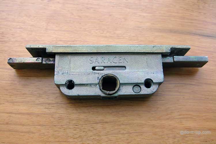 uPVC Window - Shootbolt Gearbox Lock