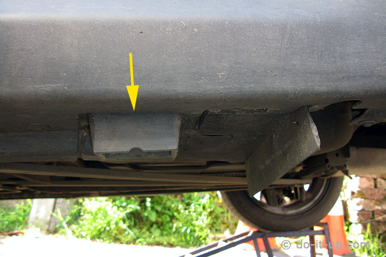 Jacking Up a Vehicle - The Manufacturer's Jacking Point (Mini)