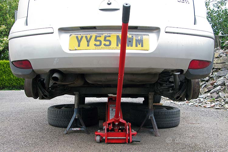 Jacking Up a Vehicle - Rear Beam Axle