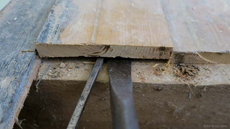 How to Lift up Your Floor Boards - Prising the Floorboard Up