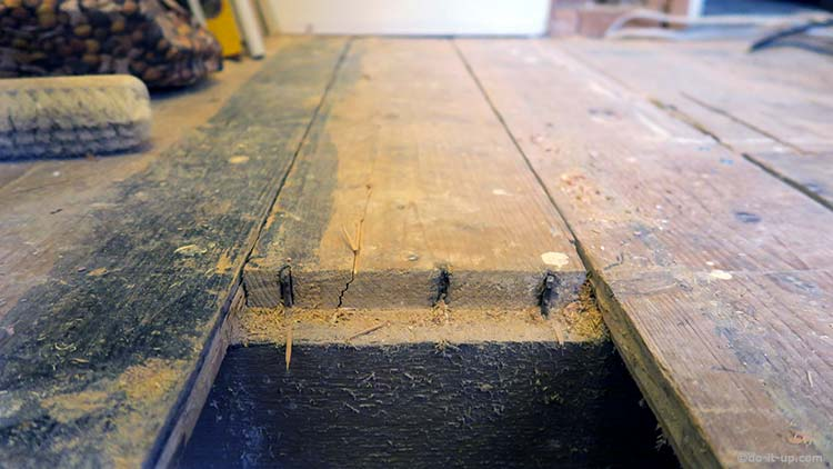 How to Lift up Your Floor Board - Cutting the Floorboard