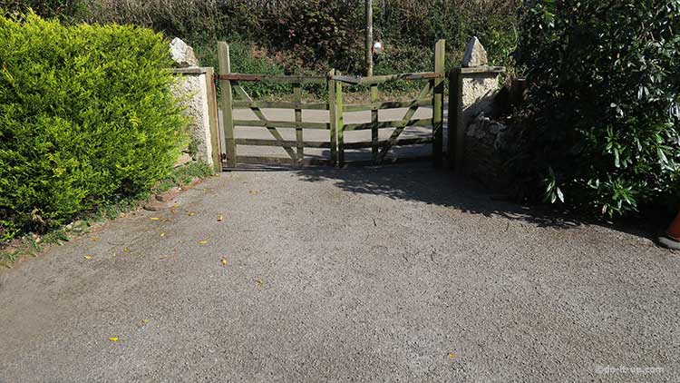 How to Repair a Driveway - Old Age, Loose Stones, Moss & Dirt