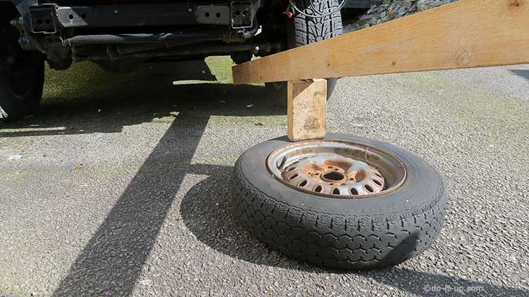 Breaking a Tyre Bead Using Two Pieces of Wood and Another Vehicle