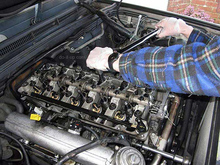 Head Gasket Repair - Tighten the Cylinder Head Bolts